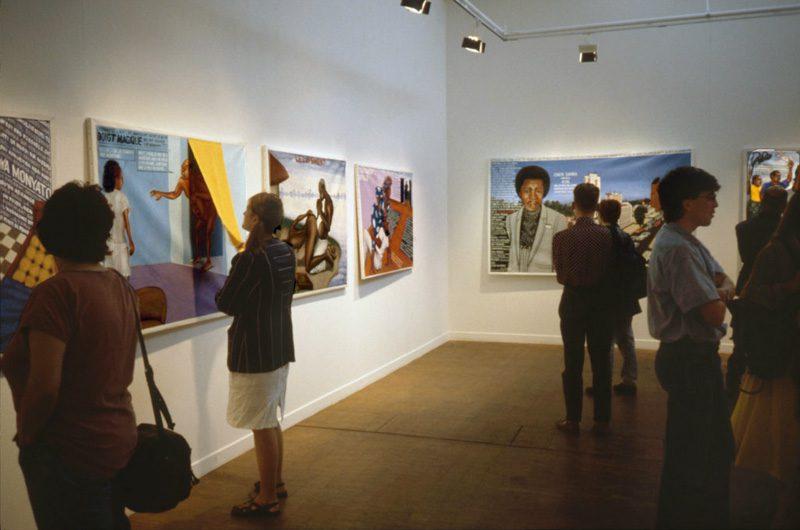 Arbeiten von Chéri Samba (Demokratische Republik Kongo) in der Grande Halle, Parc de la Villette, Paris 1989 © Centre Pompidou, Bibliothèque Kandinsky
