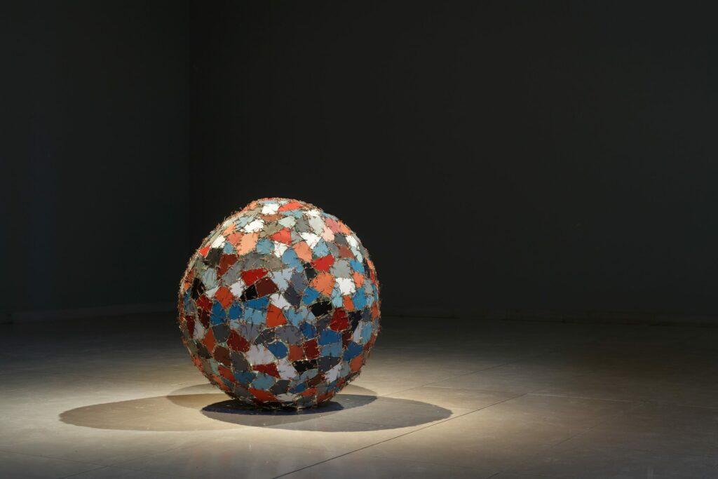 Kader Attia, Chaos + Repair = Universe, 2014 © VG Bild-Kunst, Bonn 2016, Courtesy of Kader Attia and Galeria Continua, Photo: MMK Museum für Moderne Kunst / Axel Schneider